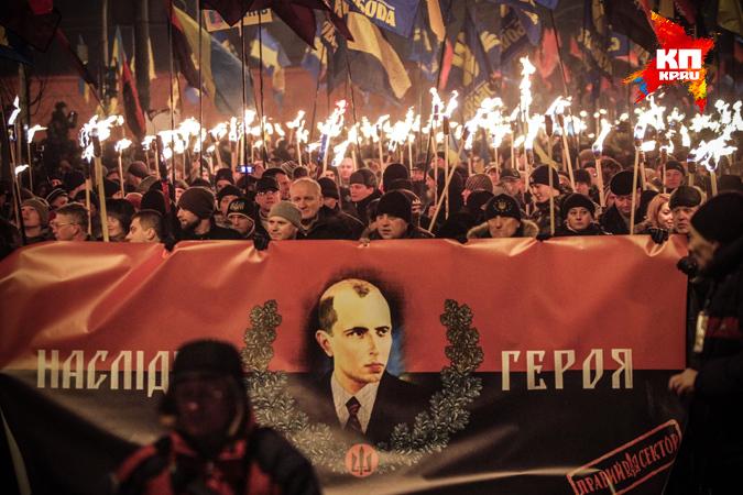 В честь Бандеры в Киеве маршировали с факелами 5000 активистов Фото: Олег ТЕРЕЩЕНКО
