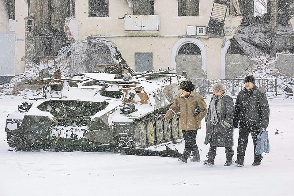 Майдан так разорвал Украину на части, что их не получается сшить теперь даже танками.