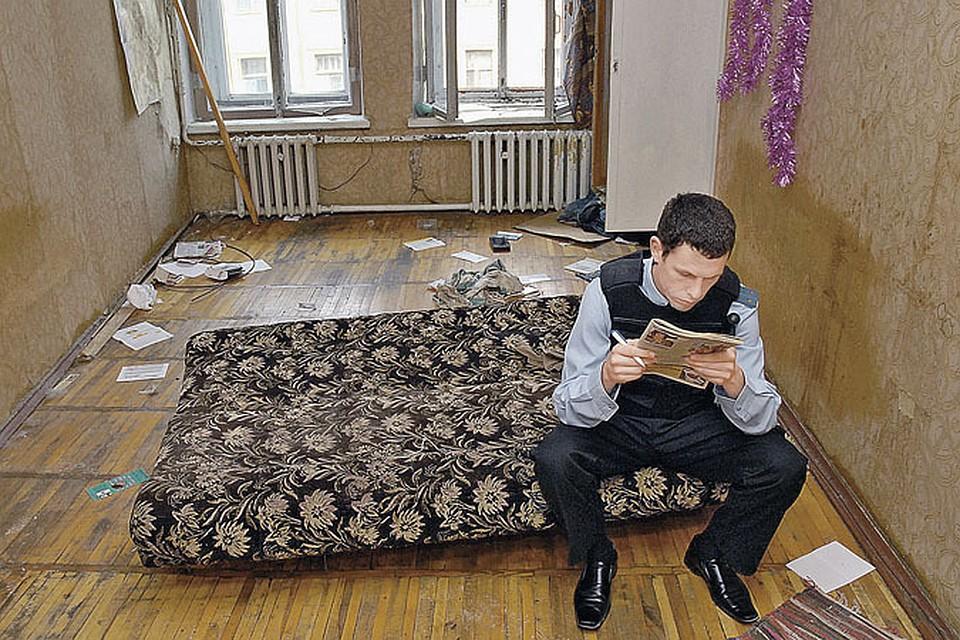 Судебные приставы могут вынести из вашей квартиры все ценное только по решению суда.  А вот чересчур ретивые коллекторы пытаются отобрать ваши вещи, не считаясь с законом. Фото: PhotoXPress.ru