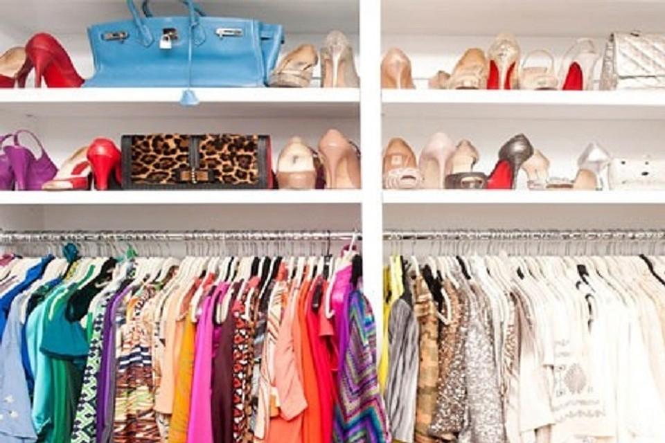 Большой гардероб платьев