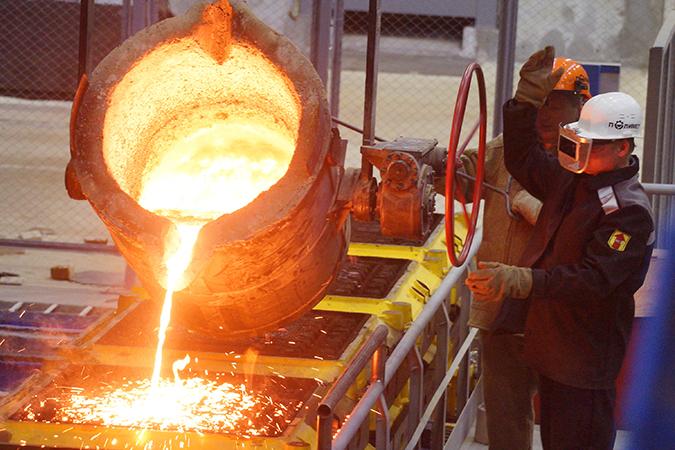 Когда Украина сокращает производство металлов, становится рентабельней в России