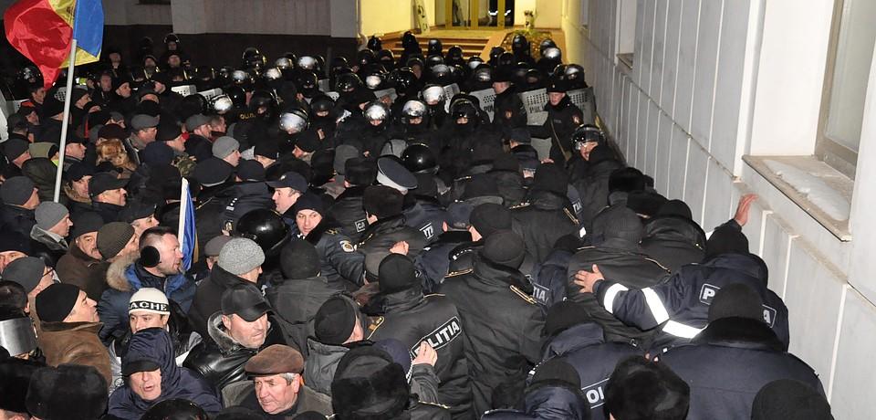 Кишинев. 20 января. Полиция и митингующие.