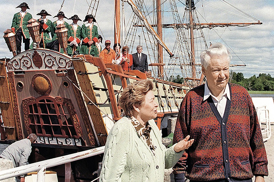 В годы президентства Бориса Николаевича чете Ельциных редко удавалось вырваться на отдых. Супруги на острове Кижи. Июль 1997 года.