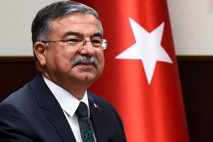 Глава Минобороны Турции Исмет Йилмаз подтвердил, что его армия обстреливала курдов на территории Сирии, и назвал это самообороной