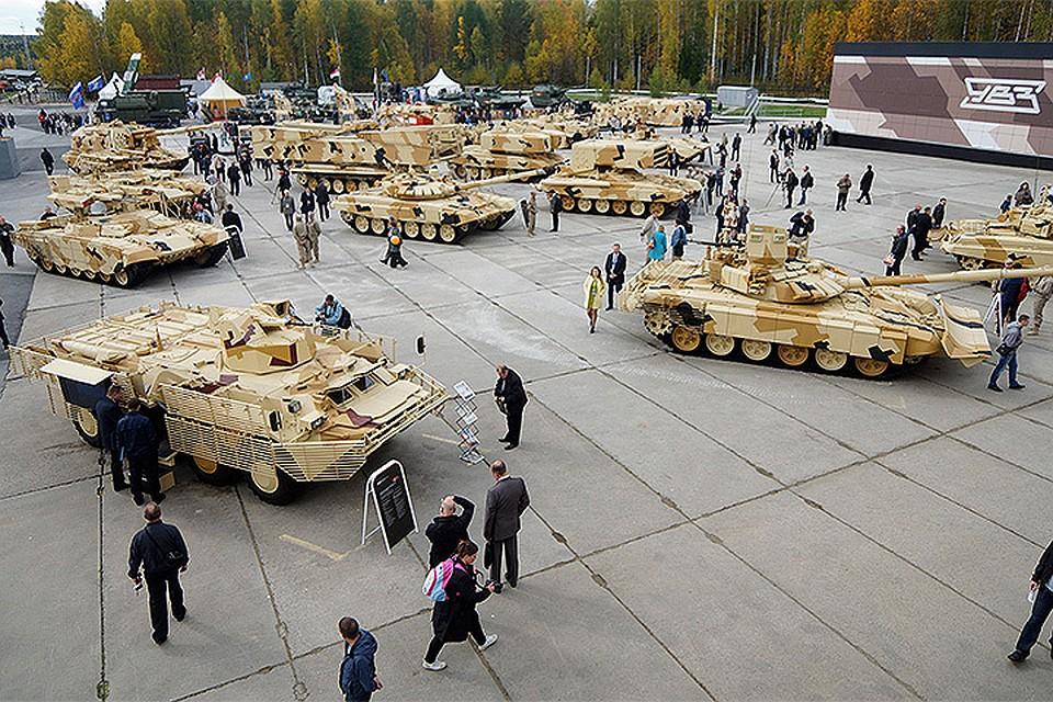 Нижний Тагил. Площадка с бронетанковой техникой на 10-ой международной выставке вооружений `Russia Arms Expo - 2015`