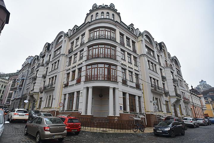 В этом же доме, в пентхаузе, проживают и Константин Меладзе с Верой Брежневой. Фото: Оскар ЯНСОНС