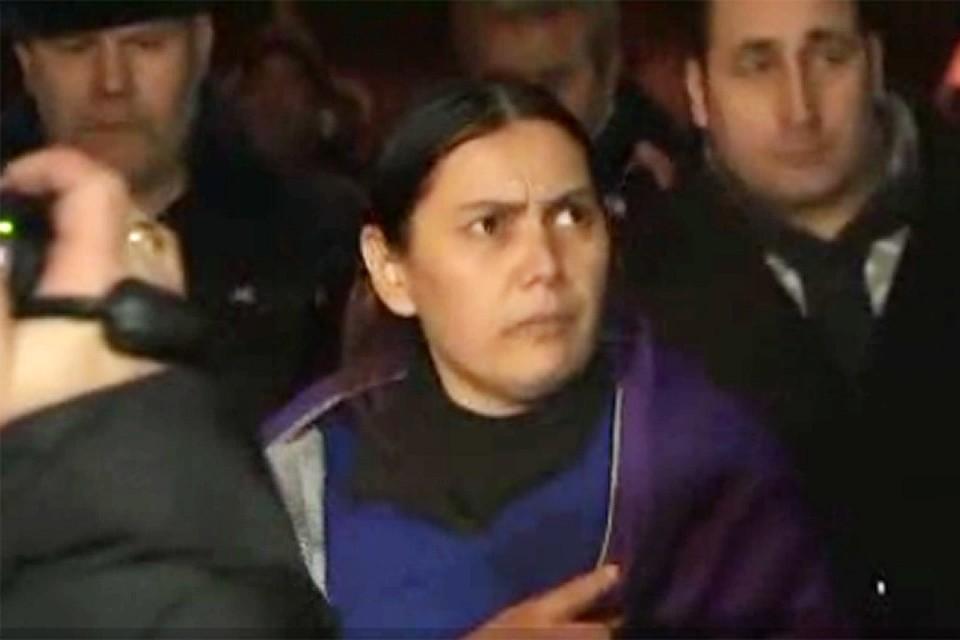 У метро «Октябрьское поле» полицейские задержали 38-летнюю женщину, которая ходила по улице с отсеченной головой ребенка в руке