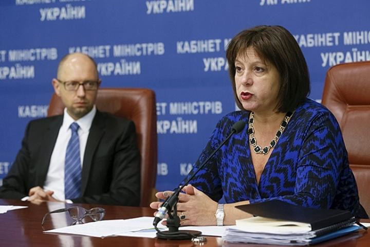 В конце прошлого года глава Минфина Украины Наталия Яресько признала, что Киев осознает возможность дефолта, а премьер Арсений Яценюк заявил о готовности судиться с Россией