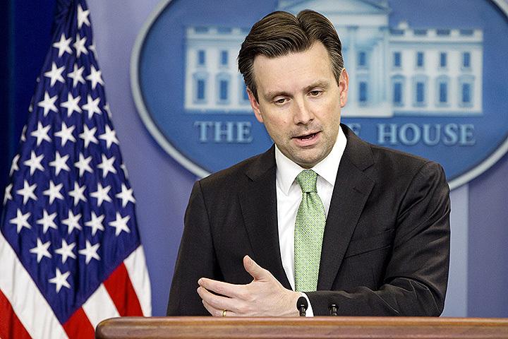 Пресс-секретарь Белого дома Джош Эрнест пожаловался на то, что Москва напрямую не связывалась в Вашингтоном, решив вывести войска из Сирии. Фото: AP/FOTOLINK