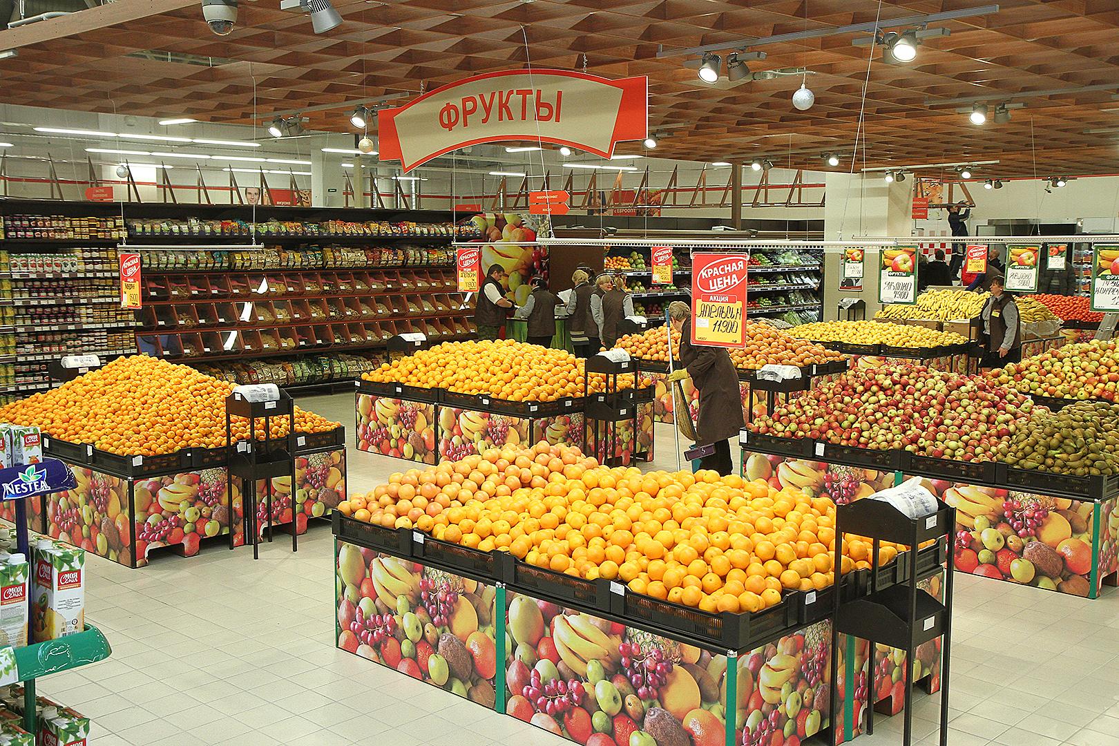 В мае огурцы и помидоры дешевели, а лук и морковь дорожали