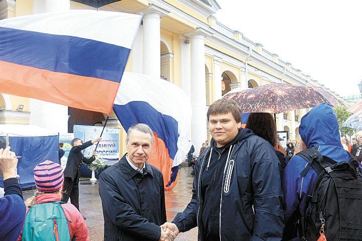Федор Туркин и Георгий Борисов(«Добровольцы Петербурга») подарили городу шоу «Танцуй, Россия».