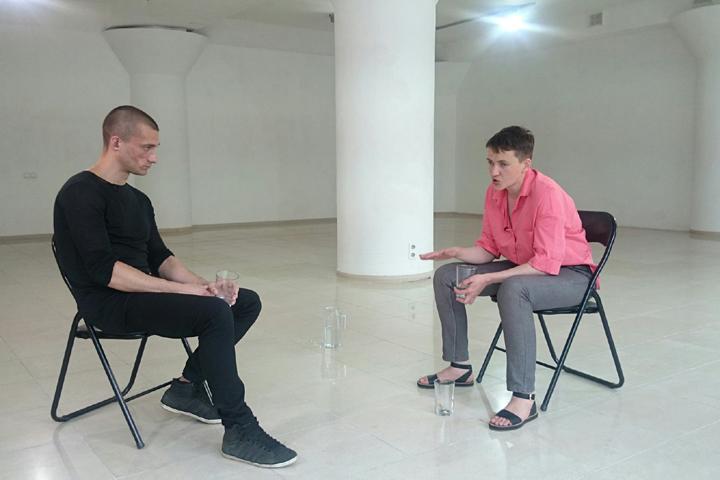 Надежда Савченко встретилась с художником-акционистом Петром Павленским Фото: Facebook Веры Савченко