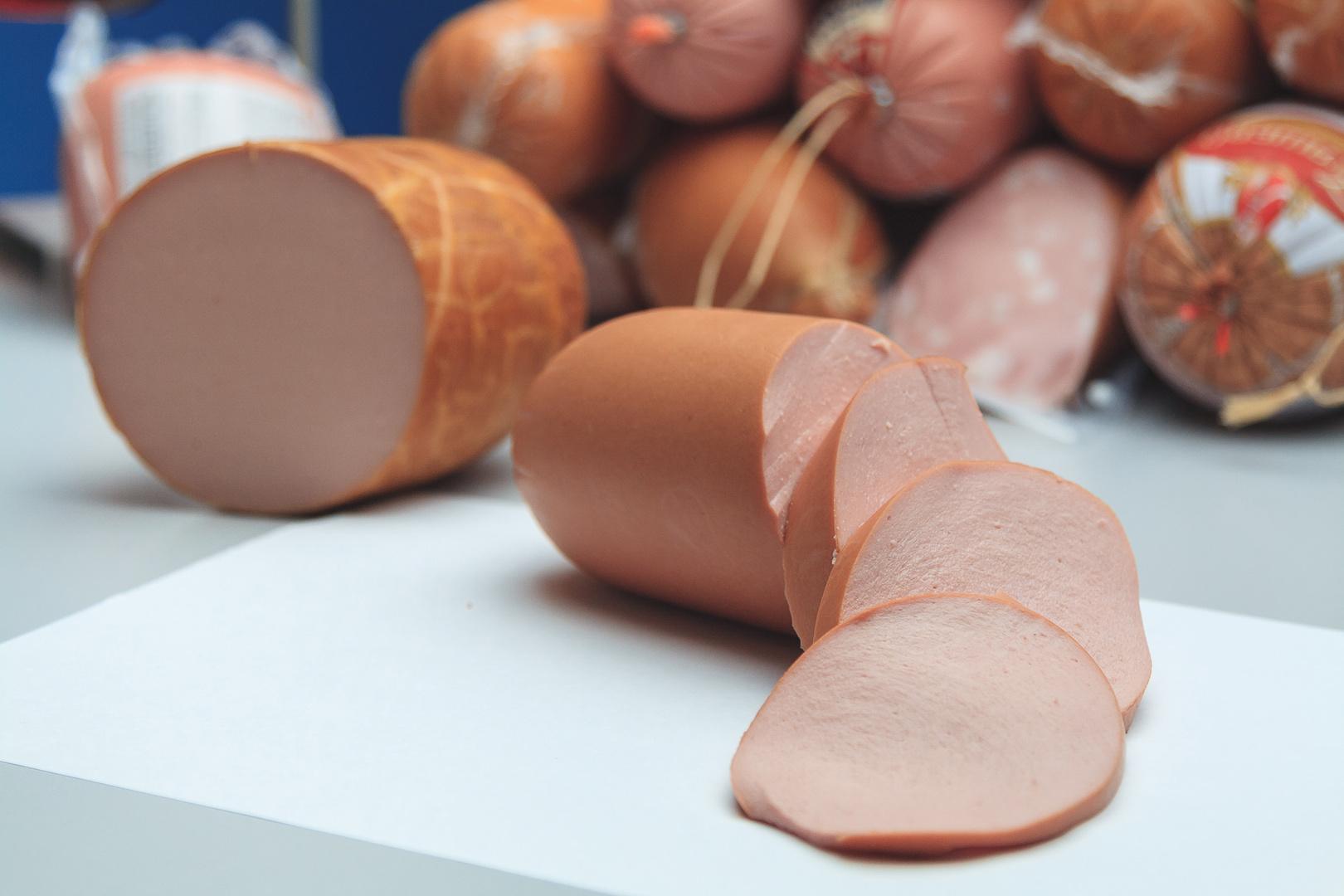"""В процессе проверки вареных колбас на первом же этапе экспертизы были выявлены нарушения в 8 образцах. Фото: Предоставлено """"Росконтроль"""""""