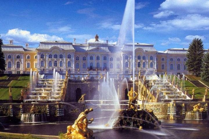 В Петербурге работает две сотни музеев различного направления.