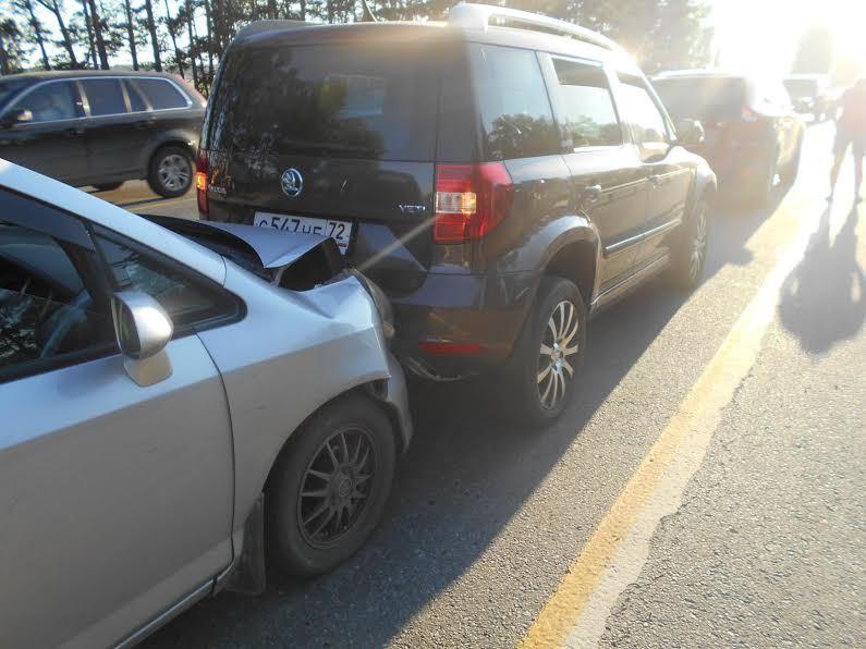 ВТобольске 4-летнего ребенка отудара машины отбросило наметаллическое ограждение