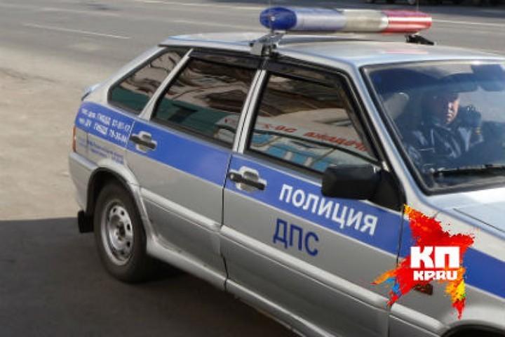 Госавтоинспекторы разбираются всмертельном ДТП натрассе под Омском