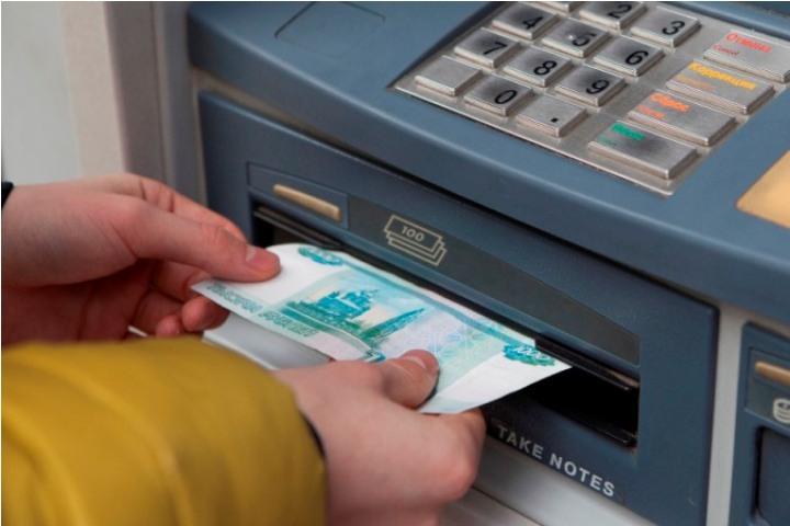 ВТомской области полицейские задержали подозреваемых вподделке 200 000 руб.