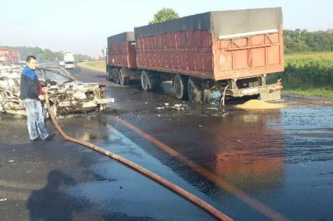 НаКубани умер шофёр загоревшейся после столкновения машины