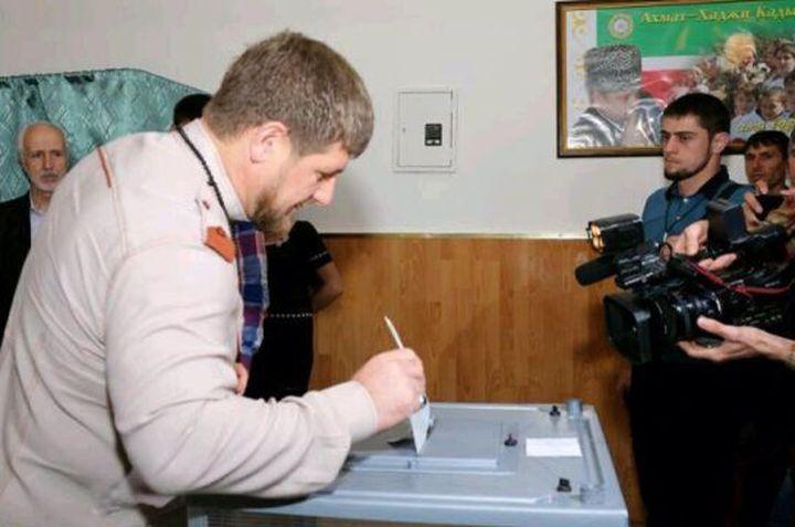 Рамзан Кадыров проголосовал вшколе вродовом селении