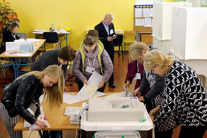 «Единая Россия» набирает 49,48% голосов после подсчета 18,5% протоколов