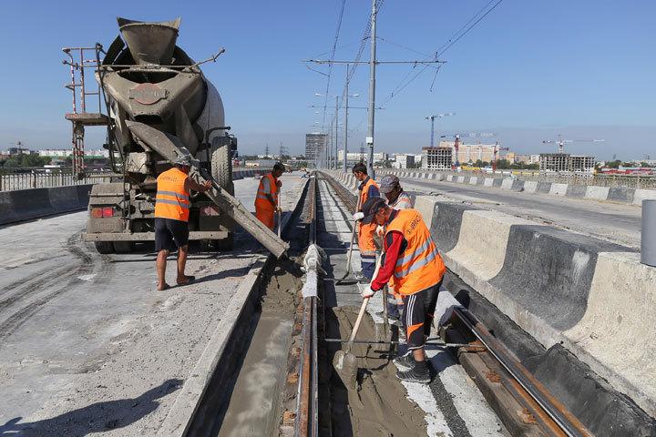 Запуск трамваев поМолитовскому мосту откладывается еще неменее чем намесяц