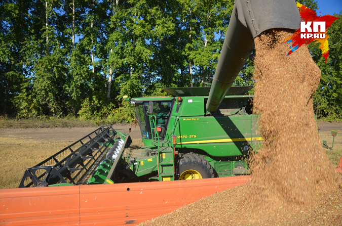Приставы арестовали трактор икомбайн фермера из-за долга в10 млн руб.