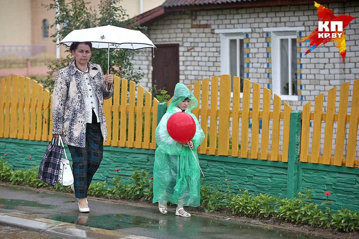 Продавцы даже рекомендуют не брать с собой зонт во время сильного ветра