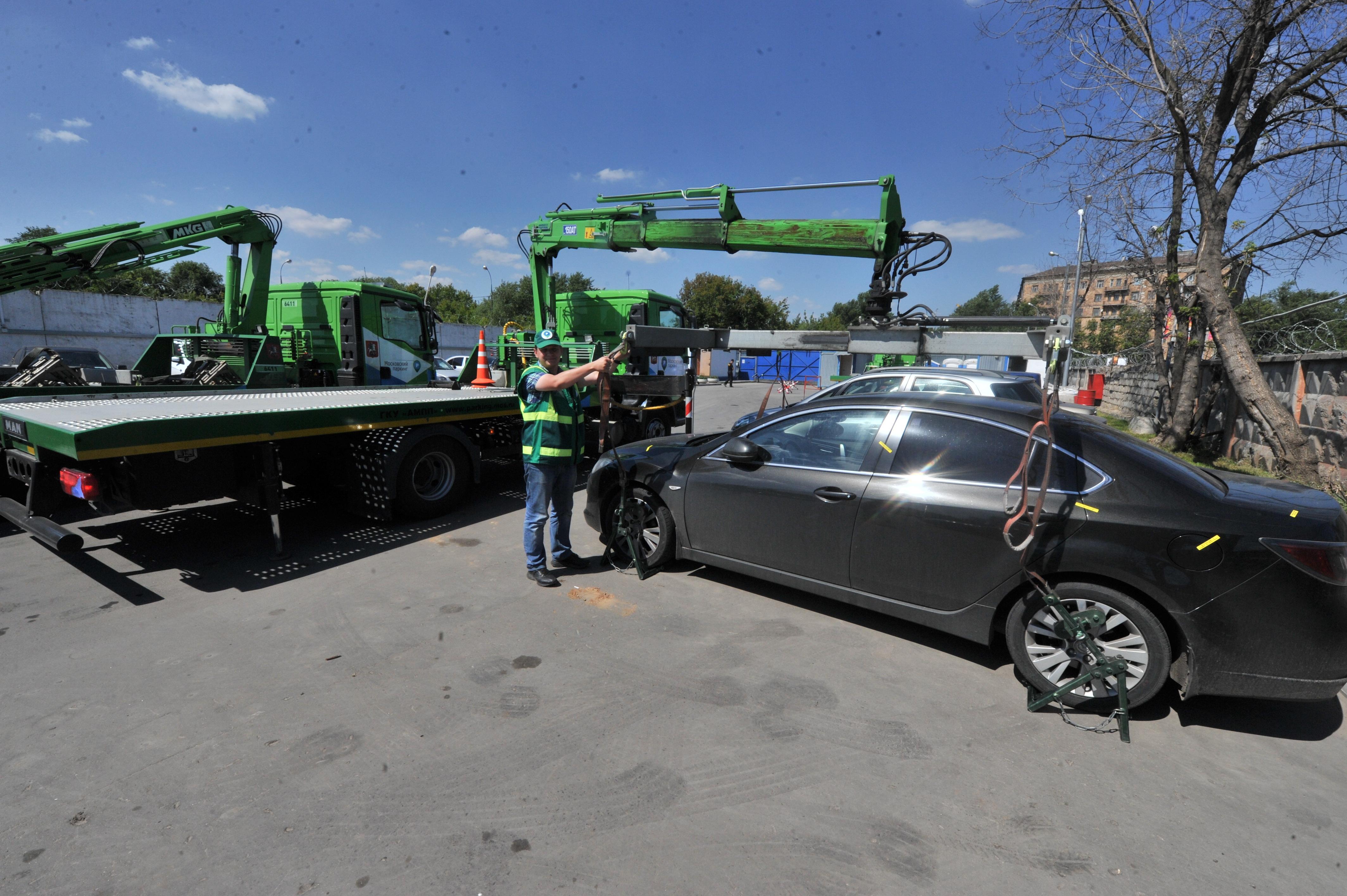 Количество эвакуируемых автомобилей в Москве снижается.