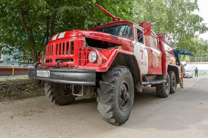 Пожарным удалось спасти 10 человек изгорящего вцентре Томска дома