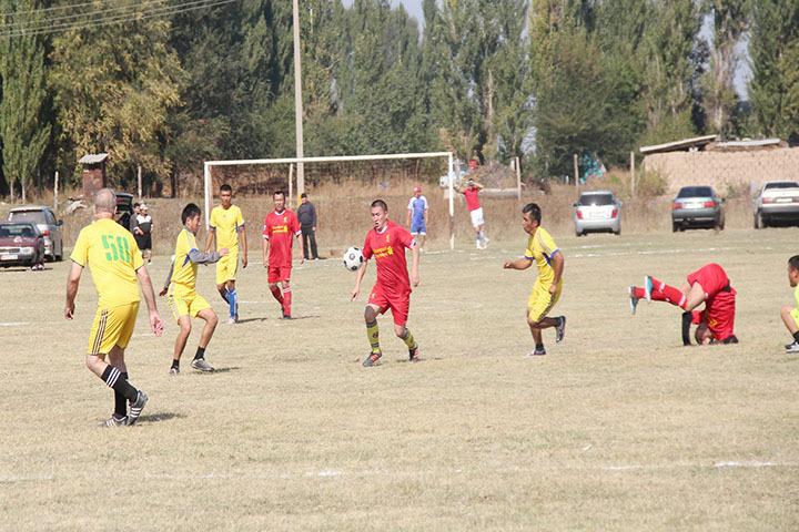 Футбольный турнир провели в селе Жер Казар. Участвовали в нем шесть команд.