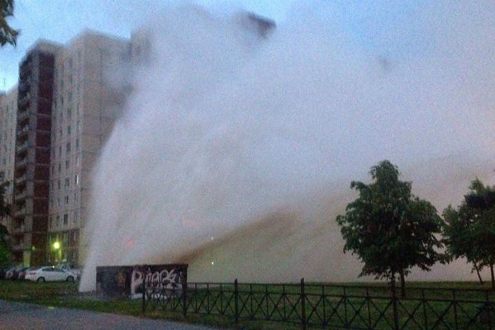 Фото: ДТА и ЧП. Высота фонтана достигала седьмого этажа