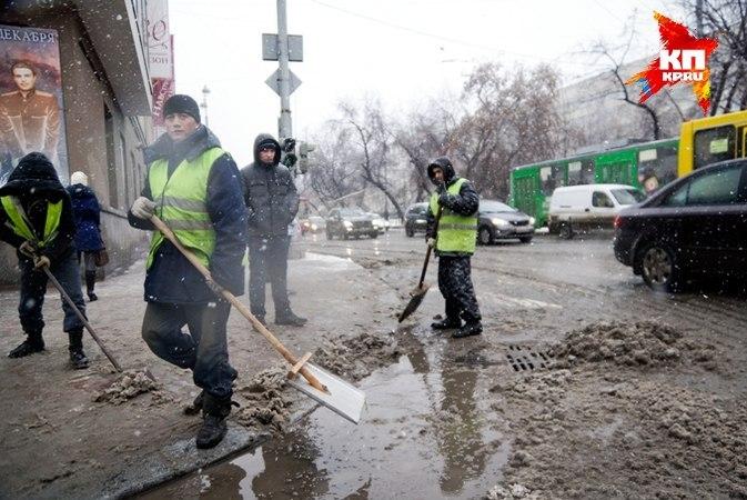 ВЕкатеринбурге заночь сулиц вывезли 50 тонн снега