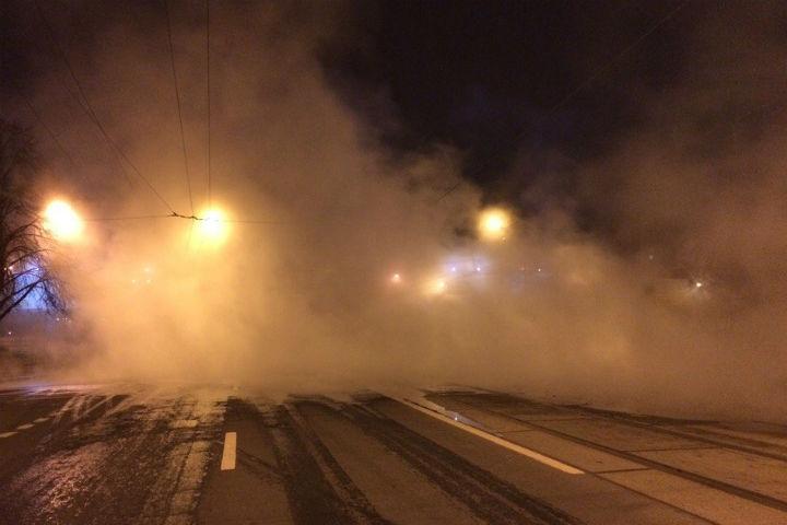 Движение поНаличной улице закрывали из-за прорыва трубы скипятком
