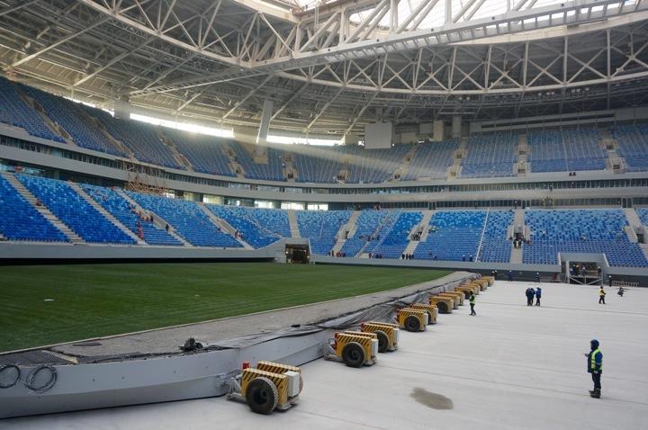 Поле нановом стадионе остановилось надевятиметровой отметке