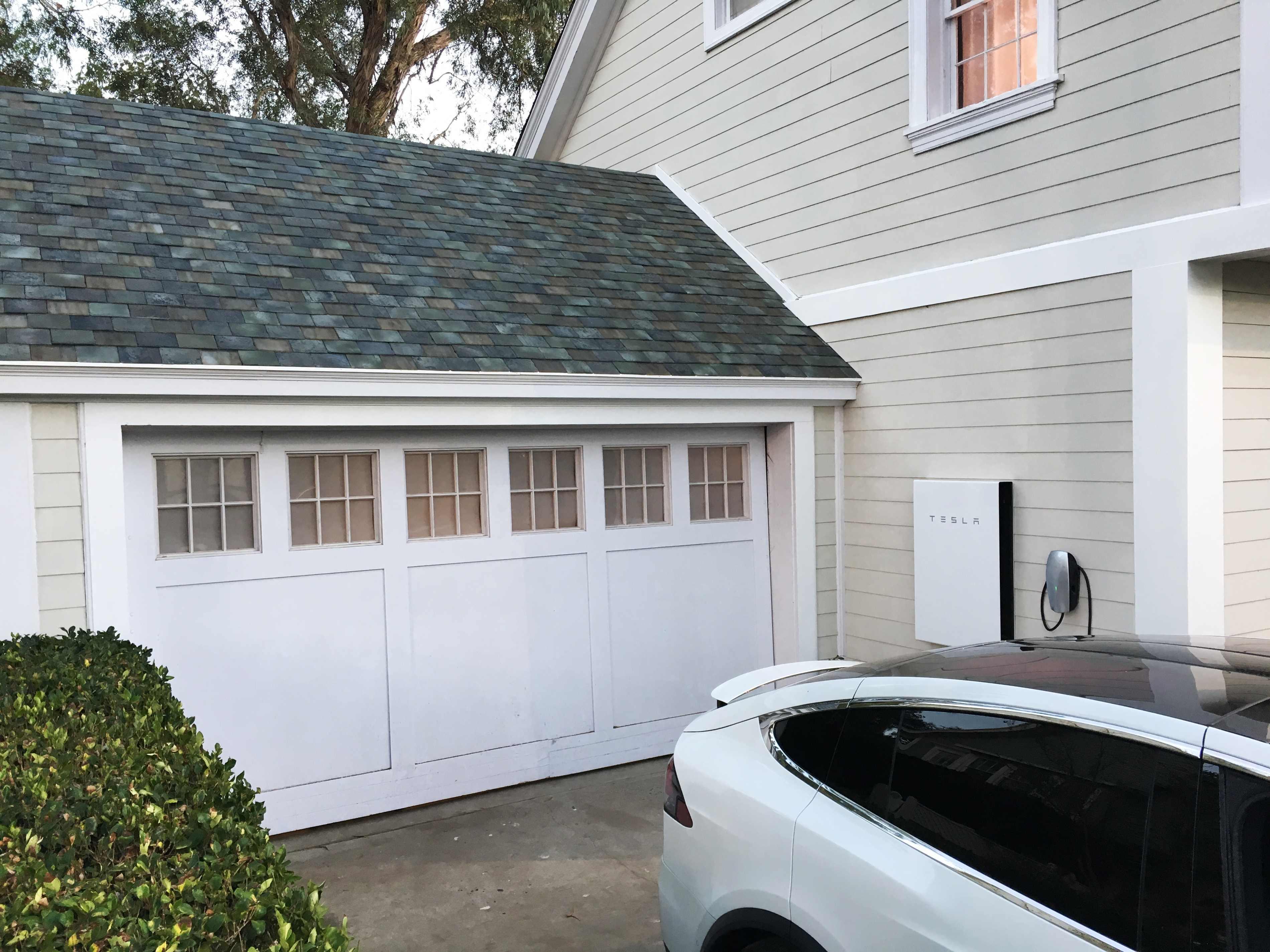 Tesla Motors представил интегрированную вкрышу солнечную батарею