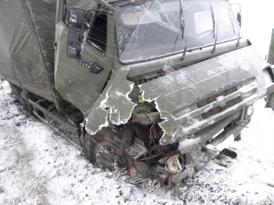 Под Самарой КамАЗ врезался вГАЗель изадавил стоящего рядом водителя
