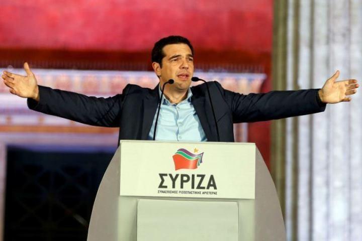 Премьер Греции произвел перестановки в руководстве