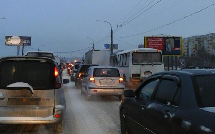 Омичи встали в8-балльные пробки из-за ночного снегопада