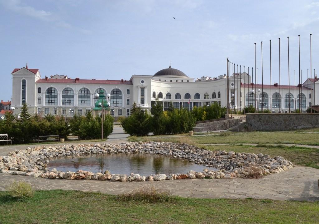 ВСевастополе сооружение банковской академии отдали Нахимовскому училищу