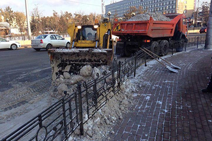 Сулиц Иркутска за минувшие сутки вывезли 58 тонн снега