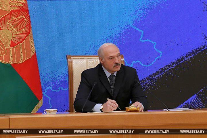Лукашенко: Я привез в чемодане деньги, чтобы произвели двигатели. Фото: БелТА