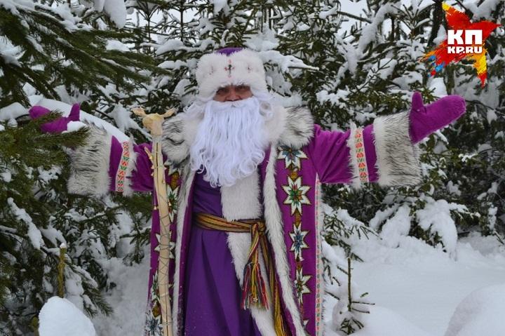 Тол Бабай изУдмуртии подарил старику Морозу наДень рождения гармошку