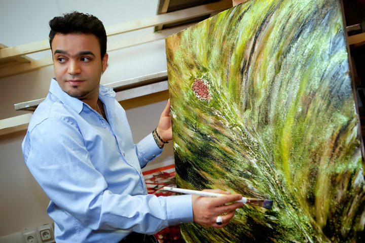 Экстрасенс Мехди Эбрагими Вафа представит выставку своих картин в московской галерее