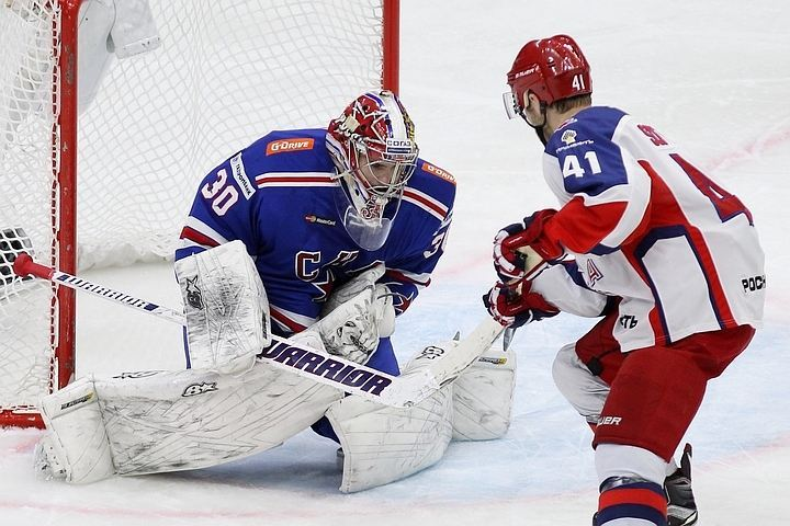 Поединки петербургских и московских одноклубников всегда проходят в упорной борьбе