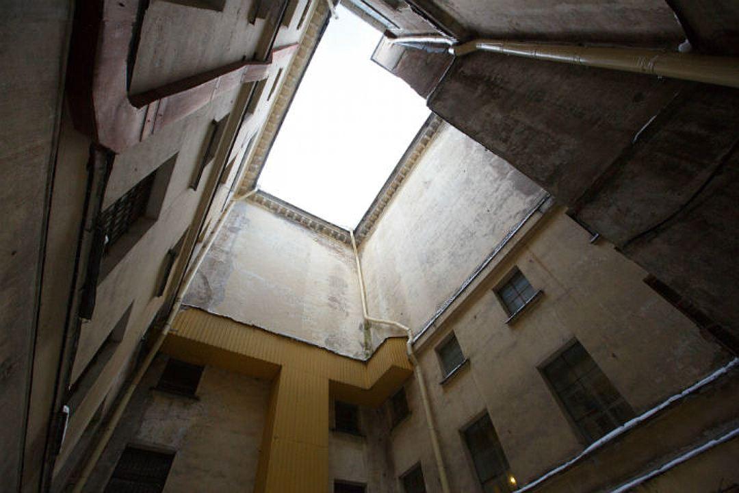 Гражданин Парголово свалился со 2-го этажа ипопал в клинику