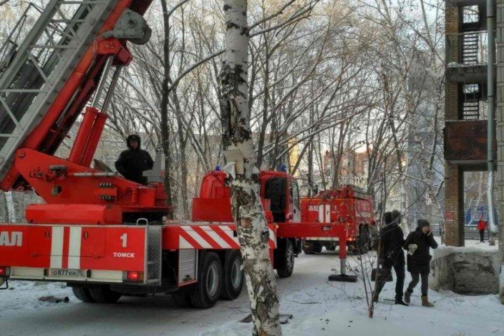 В общежитие ТУСУРа произошел пожар. Фото: пресс-служба МЧС по томской области.