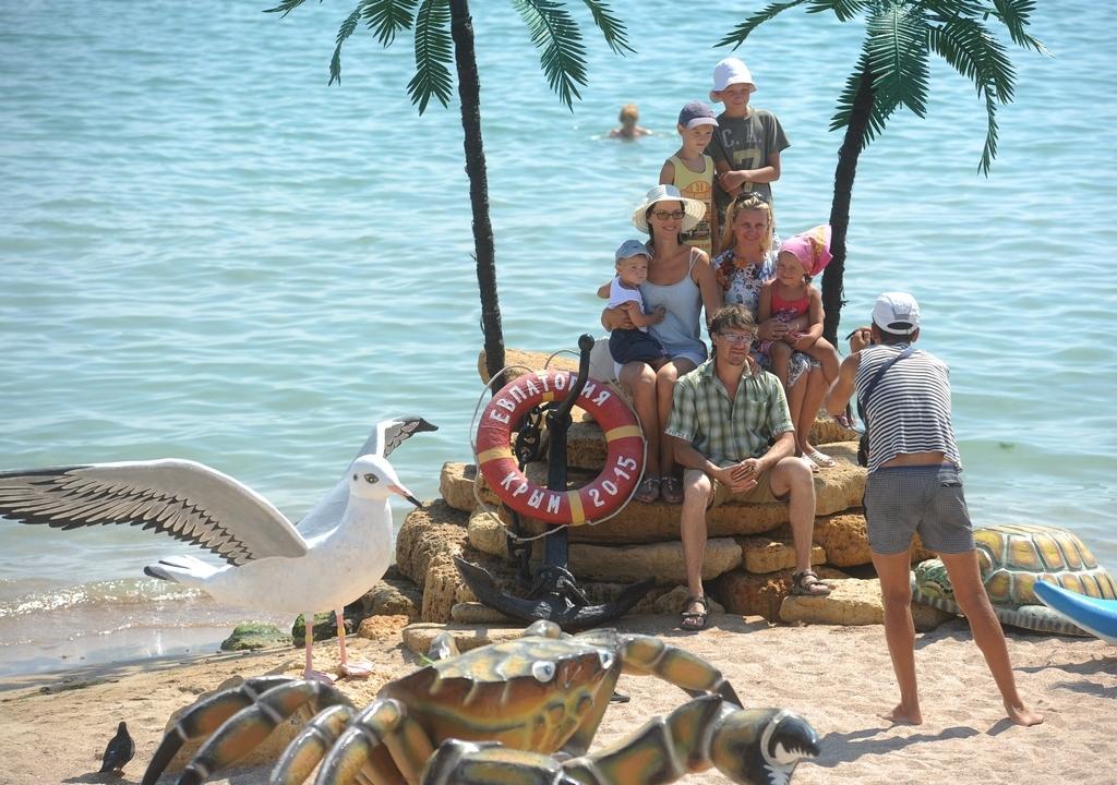 """Сколько все же будет платить турист за свой отдых на побережье, определенности пока нет. Фото: архив """"КП""""."""
