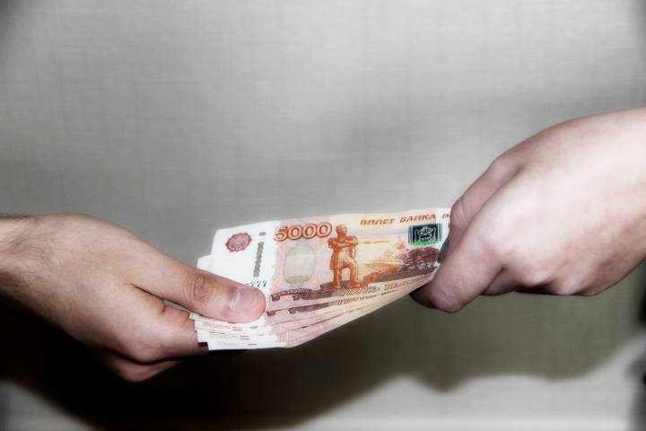 ВоВладивостоке интернет-мошенник получил отжертвы 100 тыс. руб. и«клубничку»