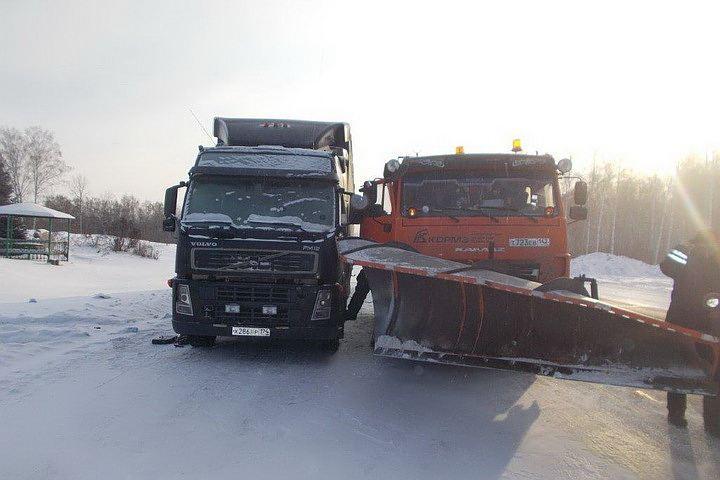 В морозные дни с 15 по 21 ноября дорожники оказали помощь 65 водителям на трассах «Сибуправтодора».