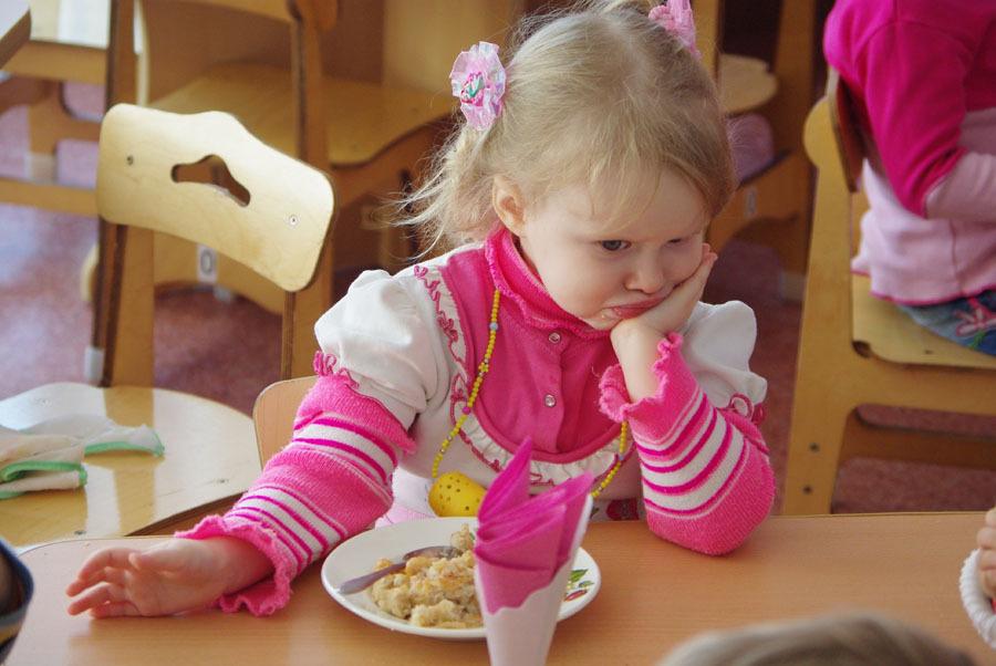 Оказалось, весной детей кормили тухлым мясом.
